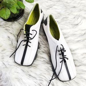 Donald J Pliner Vintage Leather Sport Shoe Size 8M